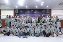 Foto bersama Panitia Management Day dan Para Dosen