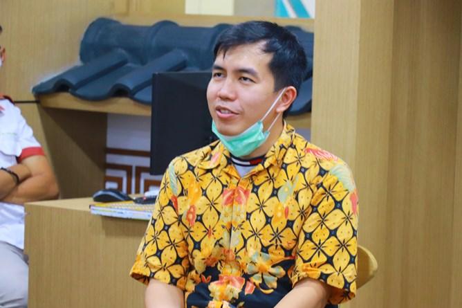 Director PT. Bebas Akuntansi Sistem, Alvin Mariogani saat memberikan sambutannya dalam kegiatan MOA Prodi Akuntansi di  Ruang Korean Culture Center UNAS.