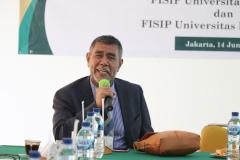 Dekan FISIP Unhas, Prof. Dr. Armin, M.Si. sedang memberikan sambutannya