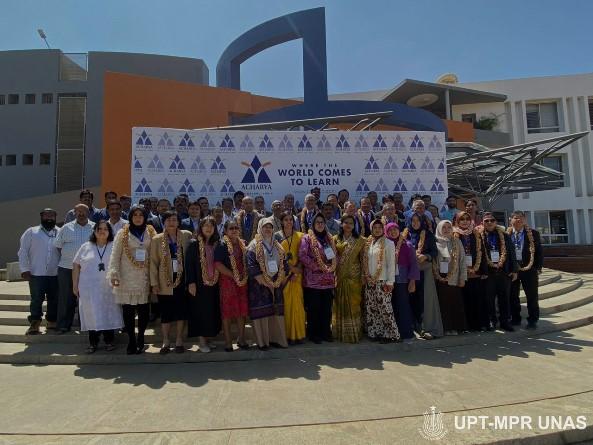 foto-bersama-APTIKOM-dengan-Acharya-Institute-of-Technology