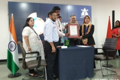 pemberian-sertifikat-International-Conference-Acharya-Institute-of-Technology
