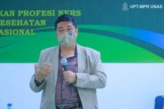 Wakil Rektor Bidang Akademik Prof. Dr. Iskandar Fitri, S.T., M.T. saat memberikan kata sambutan dalam acara pelantikan dan angkat sumpah profesi ners angkatan I tahun akademik 2020/2021, pada Sabtu 09 Januari 2021