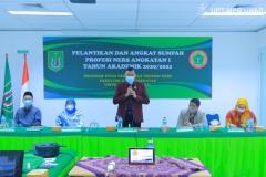 Ketua DPW PPNI DKI Jakarta Ns. jajang Rahmat Solihin, M.Kep, Sp.Kom. (tengah) saat memberikan kata sambutan serta materi dalam acara pelantikan dan angkat sumpah profesi ners angkatan I tahun akademik 2020/2021, pada Sabtu 09 Januari 2021