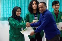Pemberian sertifikat kepada peserta Kompetisi Debat Mahasiswa Indonesia (KDMI) 2019 oleh Kepala Biromawa Kamaruddin Salim, S.Sos.,M.Si. di Ruang 201, blok 3 lantai 2 Universitas Nasional, Sabtu, (11/5)
