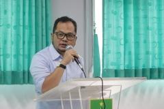 Juri National University Debating Championship (NUDC) 2019 dan Kompetisi Debat Mahasiswa Indonesia (KDMI) 2019 Khairul Fuad saat memberikan penilaian kepada para peserta NUDC, di Ruang 201, blok 3 lantai 2 Universitas Nasional, Sabtu, (11/5)