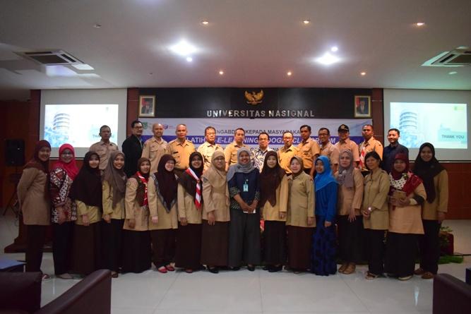Foto bersama - segenap guru pendamping siswa OSN berfoto bersama dengan pemateri di pelatihan e-learning google classroom