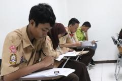 Konsentrasi - para peserta OSN fokus mengerjakan soal yang diberikan (3)