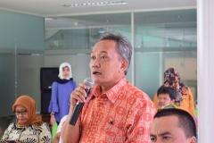Dekan Biologi Drs. Imran Said Lumban Tobing, M.Si saat Bertanya