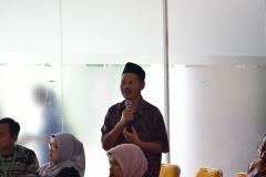 Dekan Sastra Drs Somadi, M.Pd saat bertanya