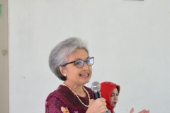 Ketua P4M Dr. Diana Fawzia, M.A. Saat menjelaskan tentang Desa Cibadak didepan Audience