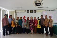Foto Bersama Segenap Jajaran P4M dengan para Dosen (2)