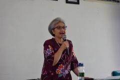 Ketua P4M Dr. Diana Fawzia, M.A. Saat menjelaskan tentang Desa Cibadak didepan Audience (3)