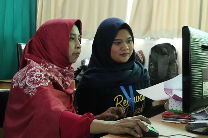 Dosen UNAS Dr. Fauziah, S.Kom, MMSI sedang mengisi SPT