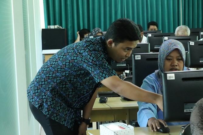 Pengisian SPT Pajak oleh staff karyawan UNAS
