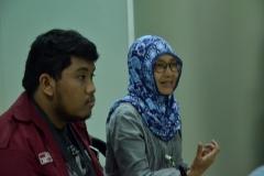 Dosen Biologi Unas saat grup diskusi