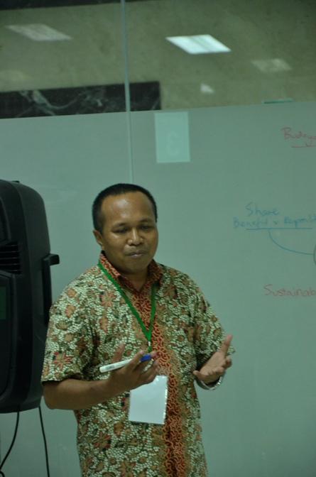 pembicara dalam grup diskusi