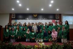 foto bersama pengurus dan anggota himpunan mahasiswa ilmu hubungan internasional
