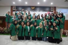 foto bersama pengurus dan anggota himpunan mahasiswa ilmu komunikasi