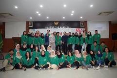 foto bersama pengurus dan anggota himpunan mahasiswa sosiologi