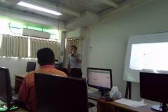 Materi pelatihan diberikan oleh Kepala Bidang Internal dan Eksternal Service Badan Pengelola Sistem Informasi Universitas Nasional,  Sutikman, S.T., M.Kom (1)