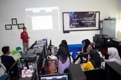 Pemberian materi oleh instruktur kepada peserta pelatihan