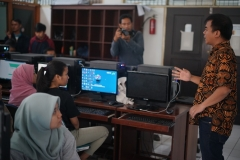 Direktur Virtlab Akhmat Safrudin (batik) memberikan sambutan sebelum acara dimulai didepan peserta pelatihan