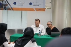 Kepala Badan Pengembangan Profesi  Dr. H. Adjat Darajat, M.Si dan instruktur (2)