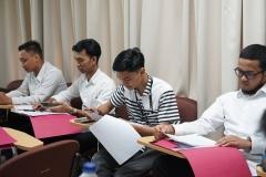 para peserta pelatihan sedang menunggu proses wawancara (@)