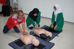 Praktik Penanganan pasien oleh instruktur kepada peserta