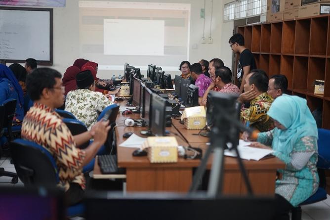 Pengelolaan E-Learning untuk mendukung pembelajaran efektif  pada Selasa-Kamis (9-11/7), Di Laboratorium FTKI Blok 4 lantai 4 Universitas Nasional (UNAS).