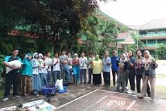 Foto bersama dosen Pertanian Unas, Mahasiswa Pertanian Unas, dan para peserta dalam pelatihan  Pengolahan Komposting Limbah Organik di SMAN 34