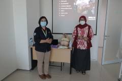 Pemberian  materi oleh narasumber dalam kegiatan Pelatihan Perawatan Luka CWCCA
