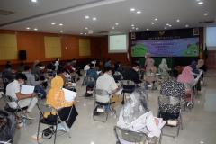 Suasana test psikotes dalam kegiatan pelatihan prakerja FTKI di Aula Lantai IV Unas.