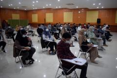 Suasana menjelang test psikotes dalam kegiatan pelatihan prakerja FTKI di Aula Lantai IV Unas.