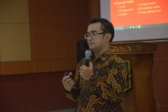 Pembicara dalam acara seminar bidan pendidik