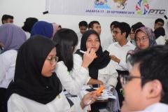 diskusi bersama para relawan