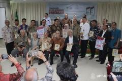 Foto Bersama Para Penulis, Pembahas dan Tamu Undangan saat Peluncuran Buku Sistem Demokrasi Pancasila di Ruang Seminar Menara 1 Unas, Rabu 11-03-2020