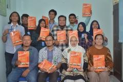 Foto Bersama Wakil Dekan II FISIP Aos Yuli Firdaus, S.IP., M.Si., Ketua Prodi Ilmu Komunikasi Yayu Sriwartini, S.Sos., M.Si. serta Dosen Ilmu Komunikasi dan Mahasiswa (1)