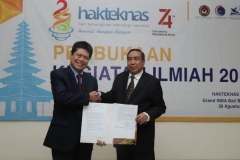 (Kiri-kanan) Staff Khusus Rektor Bidang Kerjasama Dunia Usaha & Industri Ir. Abdul Wahab Bangkona, M.S.c., Ketua Pengurus YMIK, Dr. Ramlan Siregar, M.Si. dalam acara Hari Kebangkitan Teknologi Nasional (HAKTEKNAS) ke 24 di Sanur, Bali, Senin (26/8).