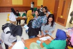 Pemberian Imunisasi (ORI) Difteri di Universitas Nasional (3)