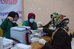 Pemberian Imunisasi (ORI) Difteri di Universitas Nasional (2)