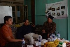 (Kiri-Kanan) CEO Bank Mahasiswa Indonesia Rizki Adam, Kepala UPT Wirausaha Mandiri UNAS Drs. Suadi Sapta Putra, M.Si., M.Si.M, Ketua RW 06 Jati Padang Arief Syarifudin