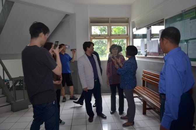 Delegasi Kyungpook Berkeliling Gedung Universitas Nasional 3