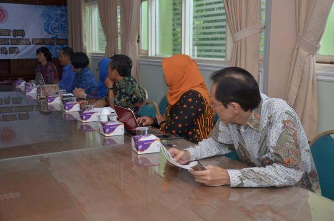 Saat berdiskusi Unas (Indonesia) dengan kyungpook university (korea selatan)3