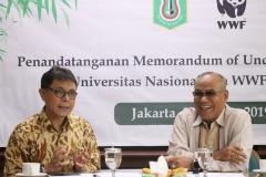 Rektor UNAS Dr. Drs. El Amry Bermawi Putera M.A. (Kanan) dan Chief Executive Officer WWF Indonesia Rizal Malik (Kiri) dalam acara penandatangan MoU UNAS dengan WWF Indonesia, Jakarta, 22 Maret 2019