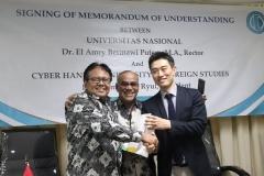 Foto Bersama - Rektor UNAS Dr. El Amry Bermawi Putera M.A., Warek 2 Prof. Dr. Drs. Eko Sugiyanto M.Si dan delegasi Hankuk University (1)