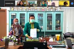 Penandatanganan MoA FEB Universitas Nasional dan FEB Universitas Lampung yang dilakukan oleh Dekan FEB UNILA dalam kerjasama implementasi MBKM pada hari Kamis, 26 Agustus 2021