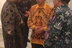 Gubernur DKI Jakarta, Anies Baswedan (Kiri) beserta Wakil Rektor Universitas Nasional bidang Administrasi Umum, Keuangan dan SDM, Prof. Dr. Eko Sugianto, M.Si (kanan)