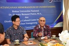 (Kiri-kanan) Direktur Korean Cultural Center Indonesia Mr. Chun Youngpoung, Rektor Universitas Nasional Dr. El Amry Bermawi Putera, M.A.