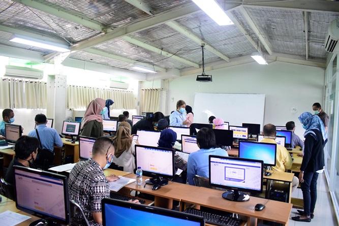 Suasana pendampingan pengisian SPT PPh Online Pribadi yang digelar oleh Tax Center Unas.